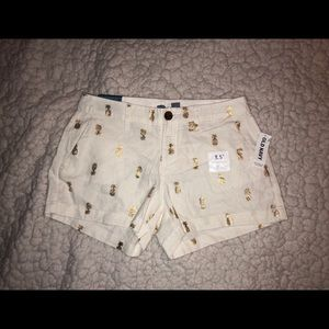 NWT Old Navy Shorts Sz 0 Cream w/gold pineapples